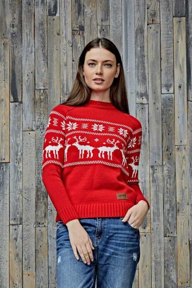 красный свитер с белыми оленями