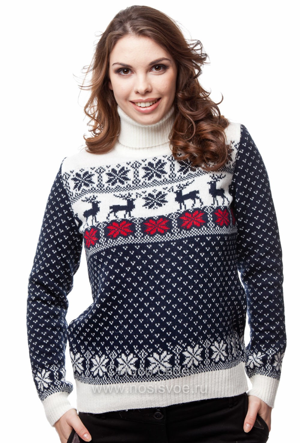 черно-белый свитер с маленькими оленями
