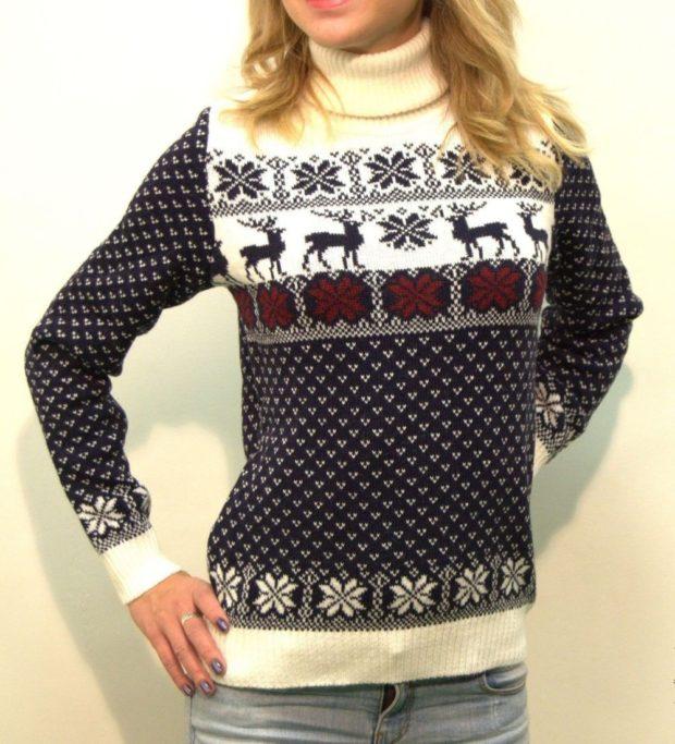 серо-белый свитер с оленями