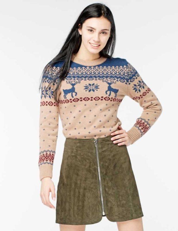 свитер бежевый синие олени