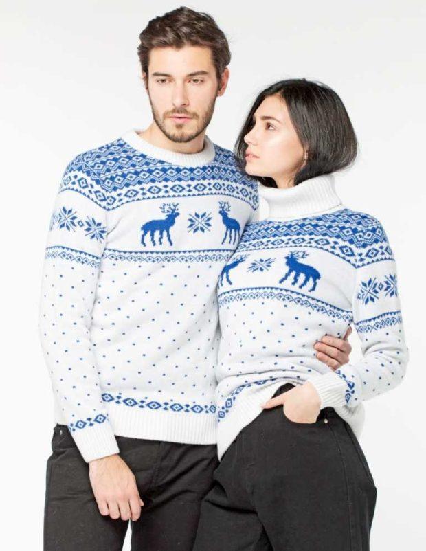 белый свитер с голубыми оленями