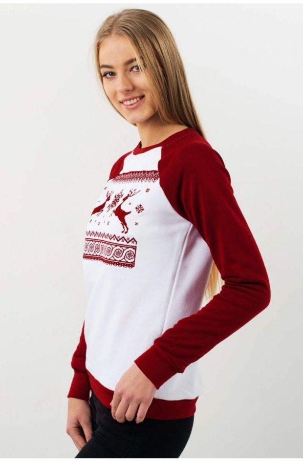 свитера оверсайз белый с красным олень красный