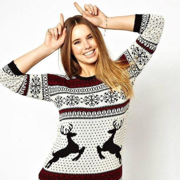 свитер черно-белый с бордовым олени черные