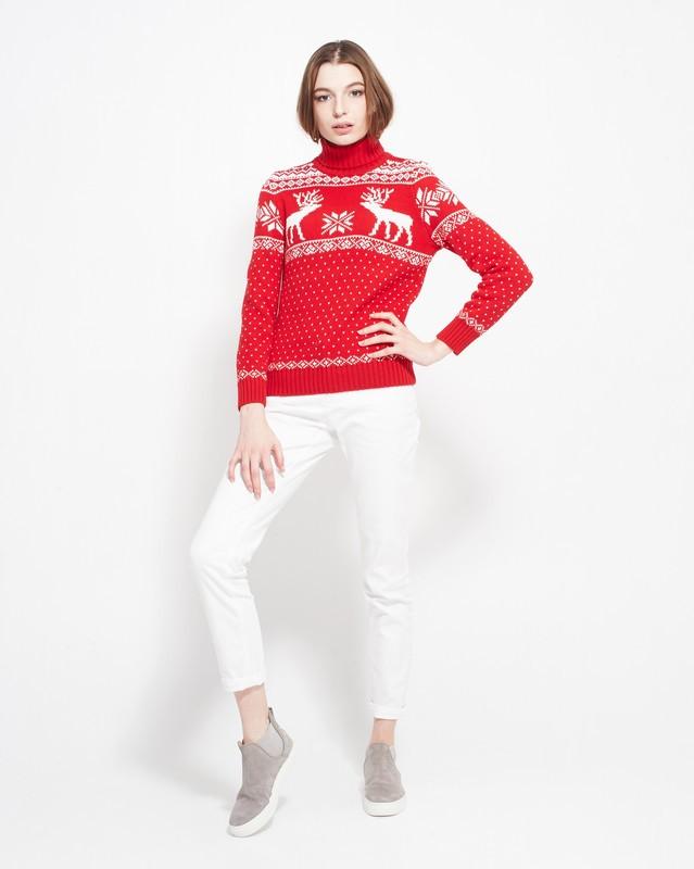 красно-белый свитер с оленями