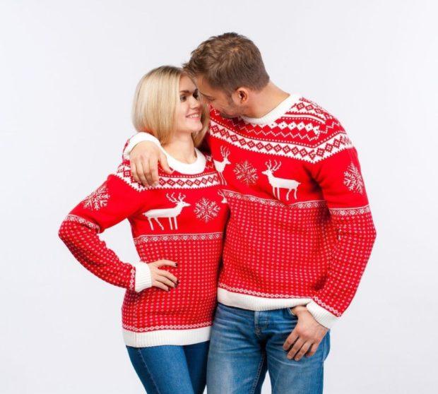 красно-белый свитер с оленями манжеты резинка белые