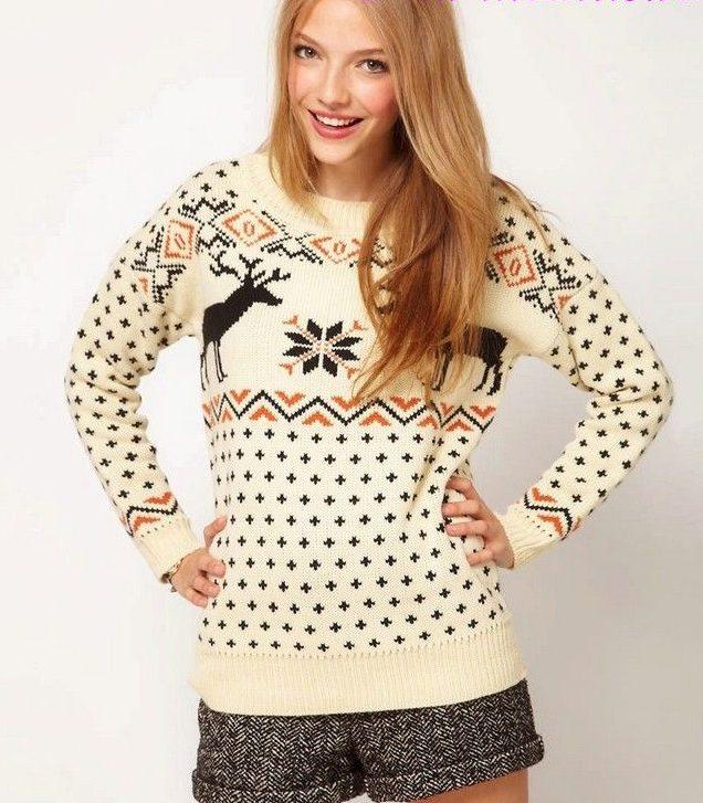 свитер бежевый с оленями и снежинками