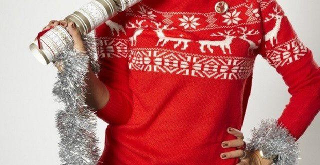 Женский свитер с оленями вязаный