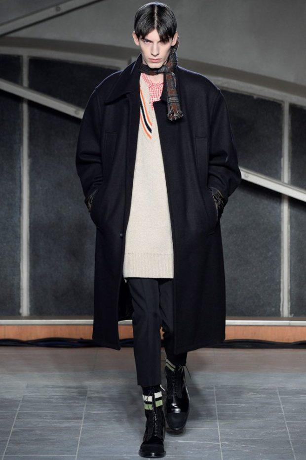 тенденции мужской моды осень-зима: черное пальто черные брюки
