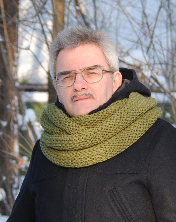 тенденции мужской моды осень-зима: шарф снуд зеленый