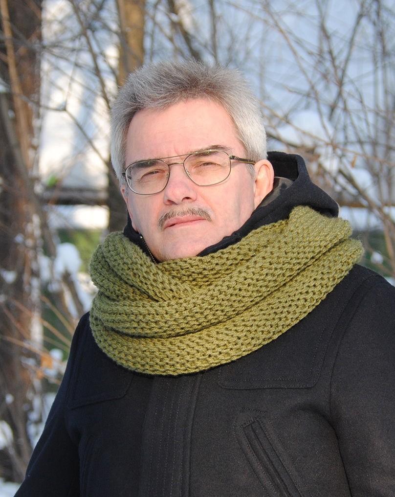 тенденции мужской моды осень зима: шарф снуд зеленый