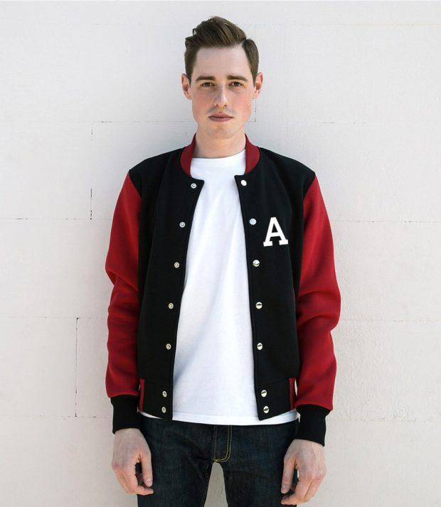 тенденции мужской моды осень-зима: куртка красно-черная бомбер