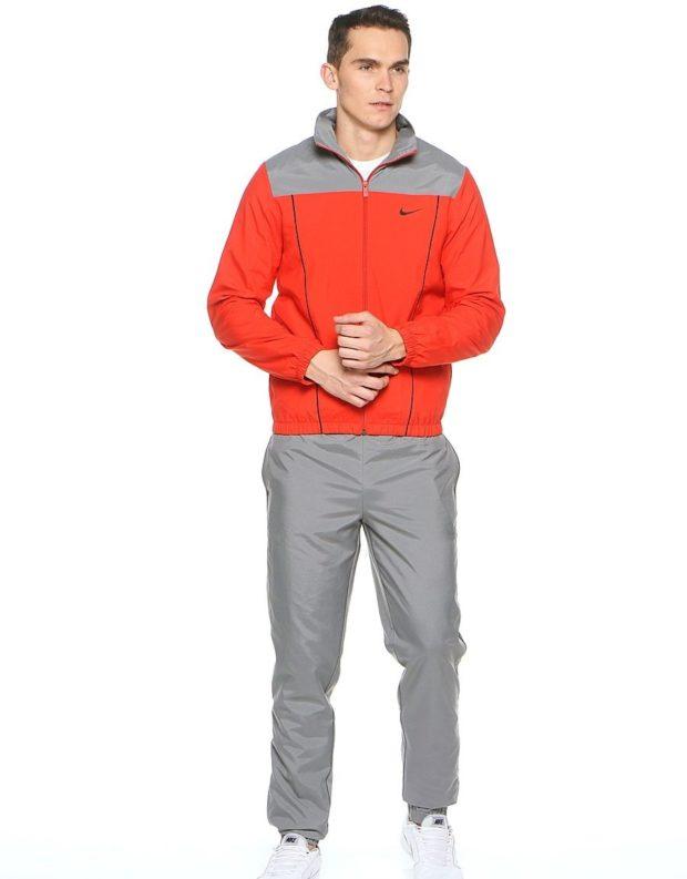 тенденции мужской моды осень-зима: спортивный костюм серый с красным
