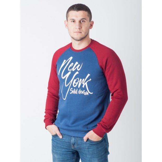 тенденции мужской моды осень зима: свитшот синий с красным