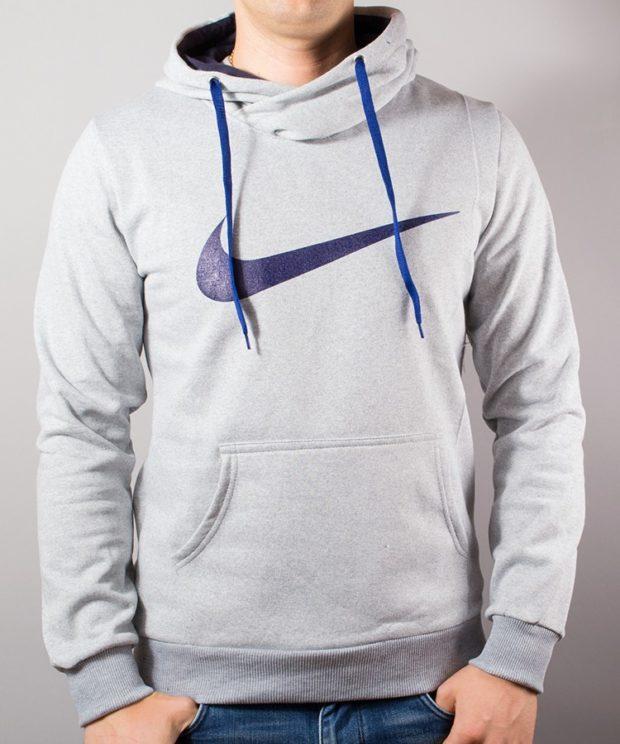 тенденции мужской моды осень-зима: толстовка белая с капюшоном