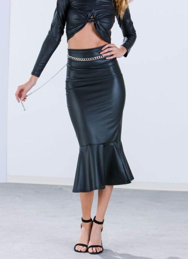 модные юбки: кожаная с баской внизу