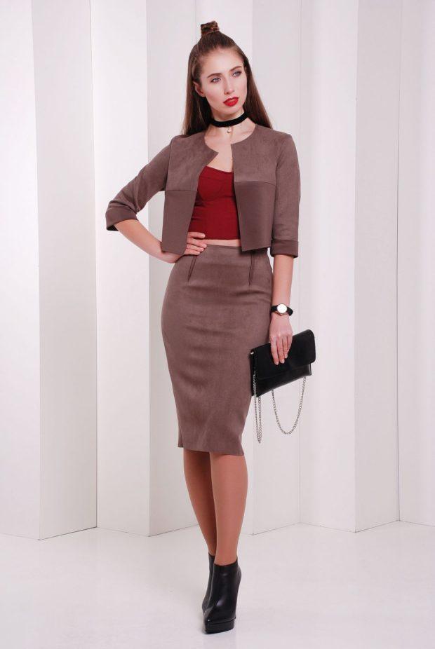 фото юбок: карандаш коричневая под пиджак в тон