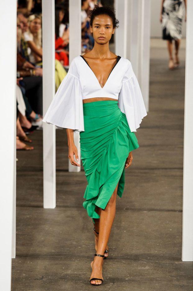 салатовая юбка с воланами и разрезом