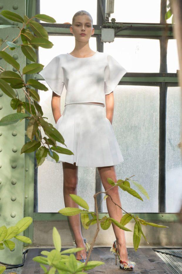 юбка белая с карманами короткая в складку
