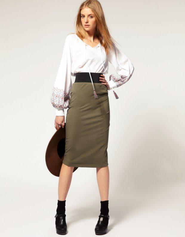 юбка хаки по колено с поясом