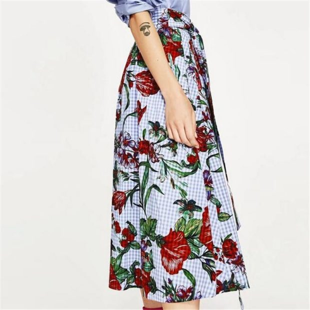 юбка по колено в цветы красные