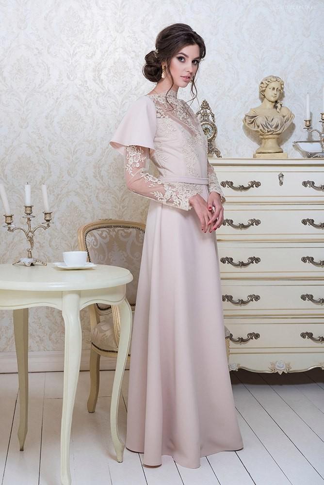платье в пол бежевое с оригинальным рукавом