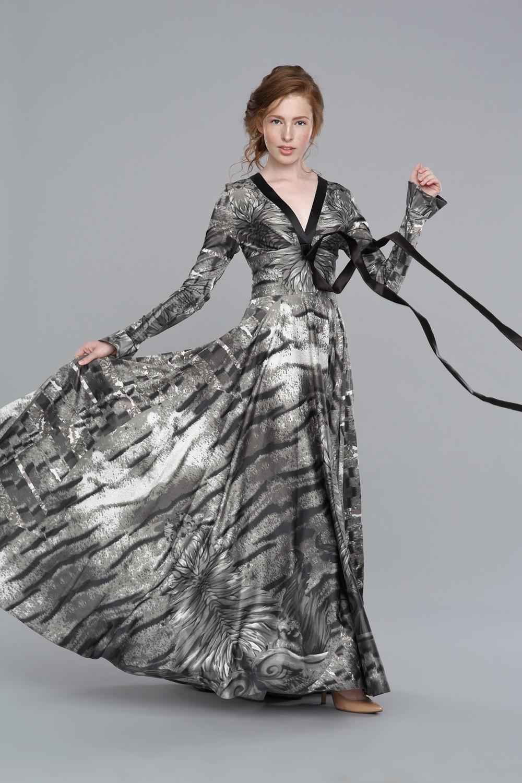 V- образный вырез платье серое пышная юбка