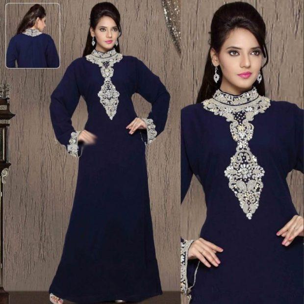 вечернее платье в пол фото: синее с отделкой на воротнике до талии