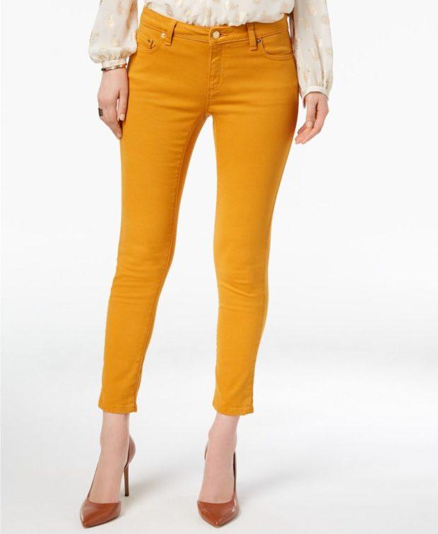 оранжевые джинсы с чем носить