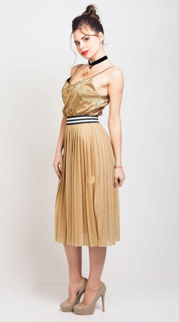юбка плиссе с чем носить: золотая по колено