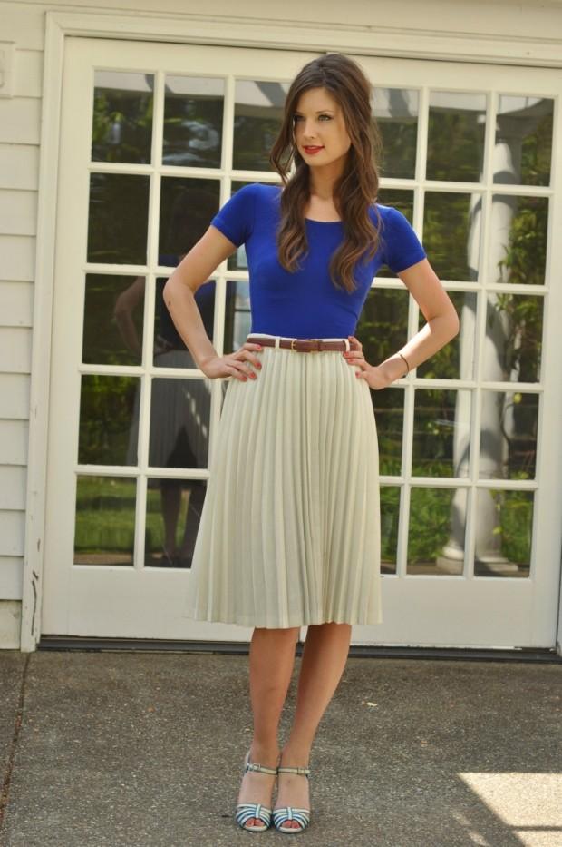 C чем носить юбку плиссе: белая по колено