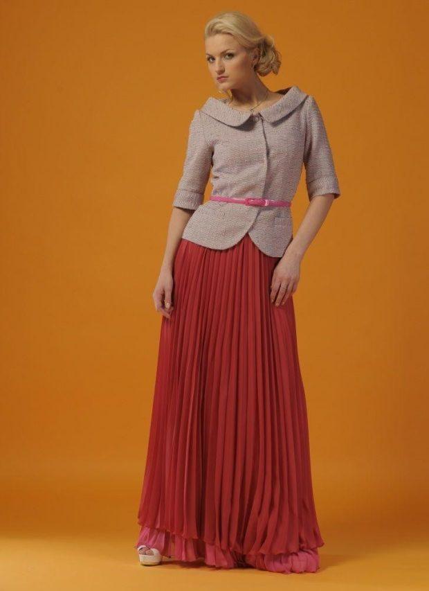 C чем носить юбку плиссе: красная макси