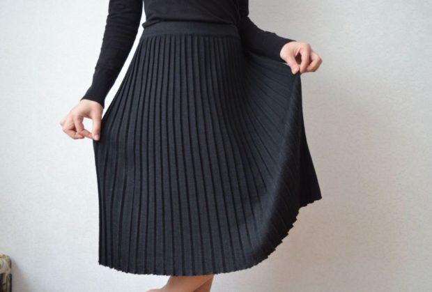 с чем носить плиссированную юбку 2019-2020: черная шерсть