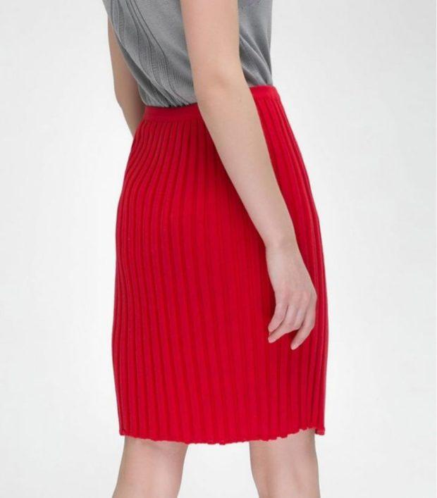 с чем носить плиссированную юбку 2019-2020: шерсть красная