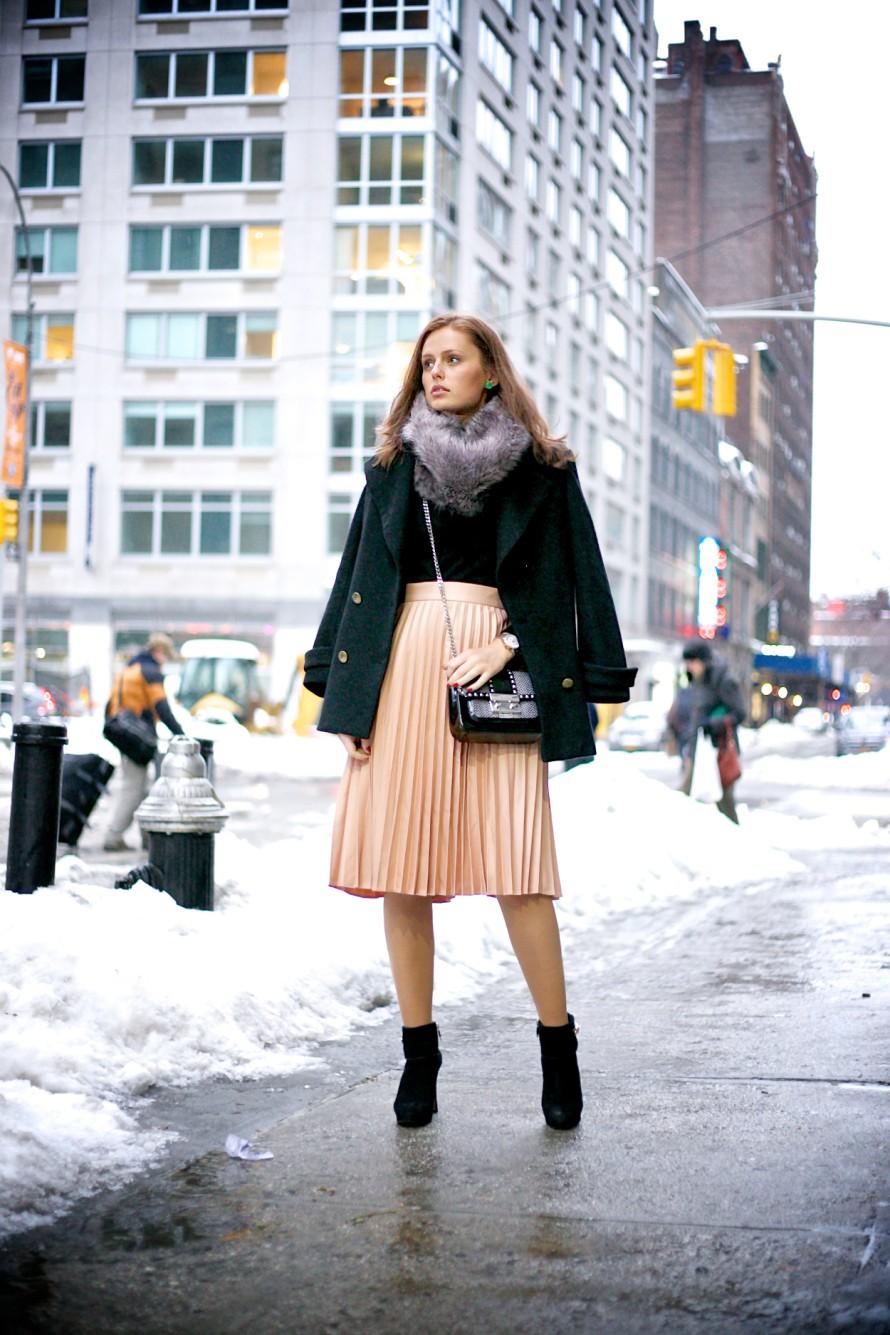 с чем носить плиссированную юбку 2018-2019: под ботинки на каблуке