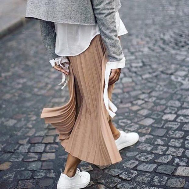 с чем носить плиссированную юбку 2018-2019: под белые кеды