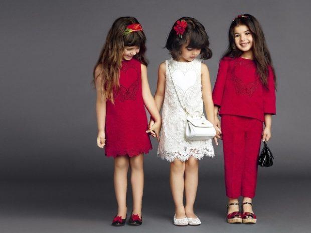 красное платье короткое белое ажурное брючный костюм кофта и штанишки