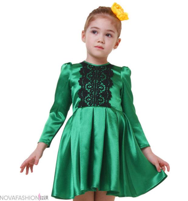 платье атласное зеленое юбка в складку