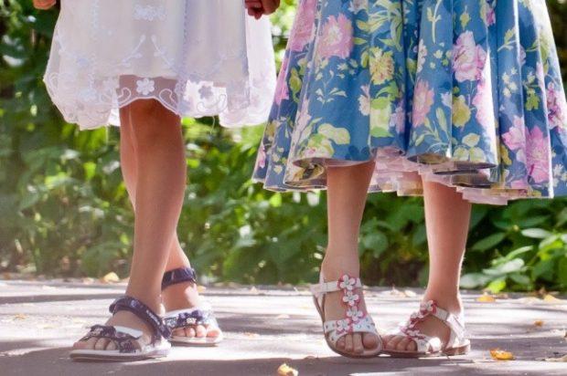 летние сандалии с цветами