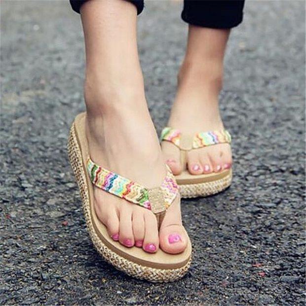 обувь с яркой перепонкой