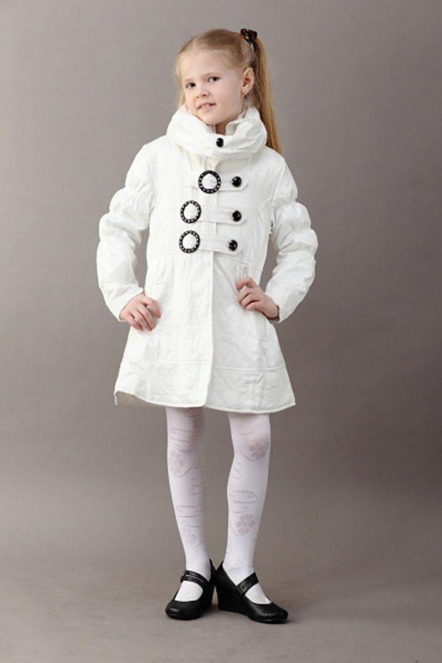пальто шерстяное белое с декором