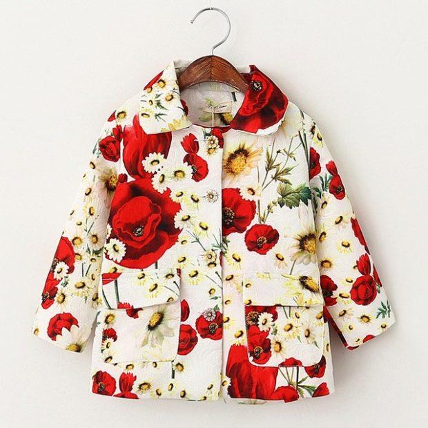 пальто для девочки в яркие цветы