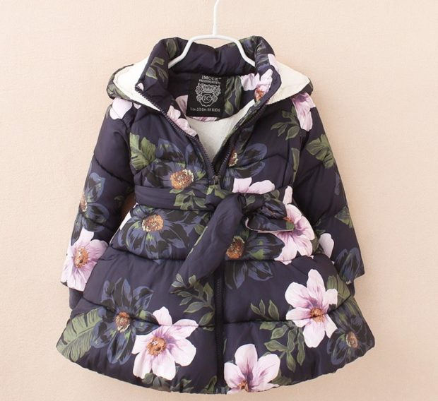 черная куртка-платье в цветы