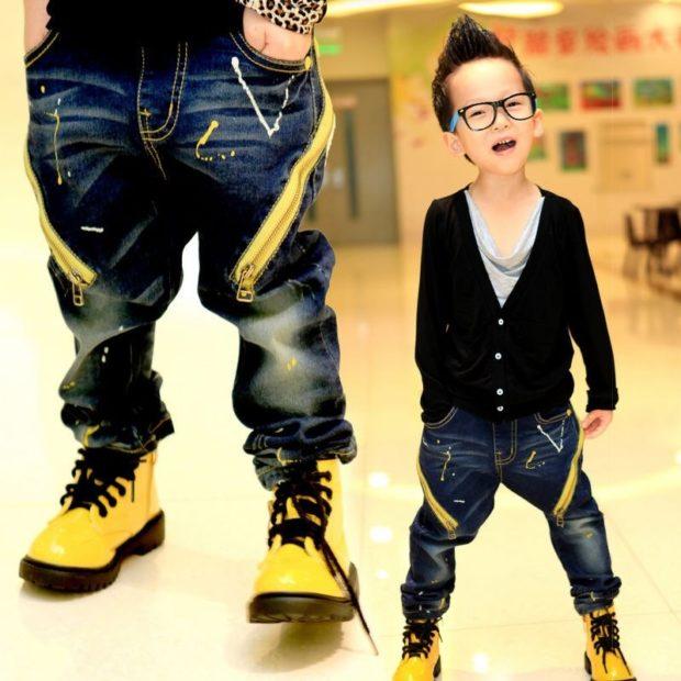 джинсы темный со змейками джемпер черный