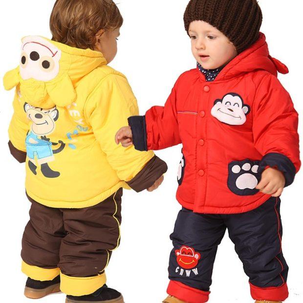 желтая красная курточка с животными