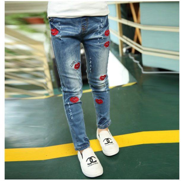 узкие джинсы с аппликацией