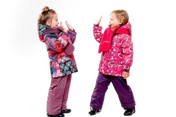 яркие куртки для девочек в принты