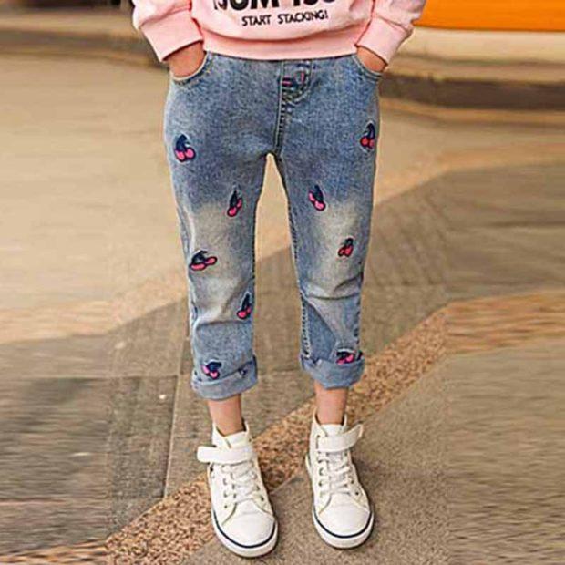 укороченные джинсы для девочки с рисунком