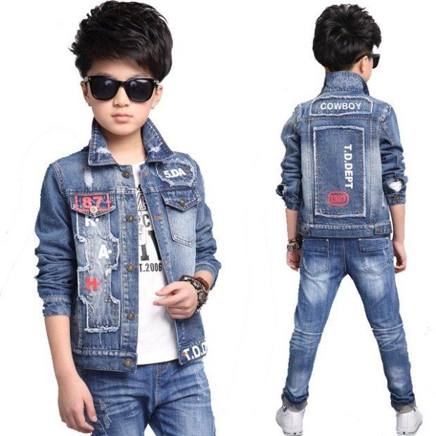 костюм джинсовый для мальчика с рисунками и надписями