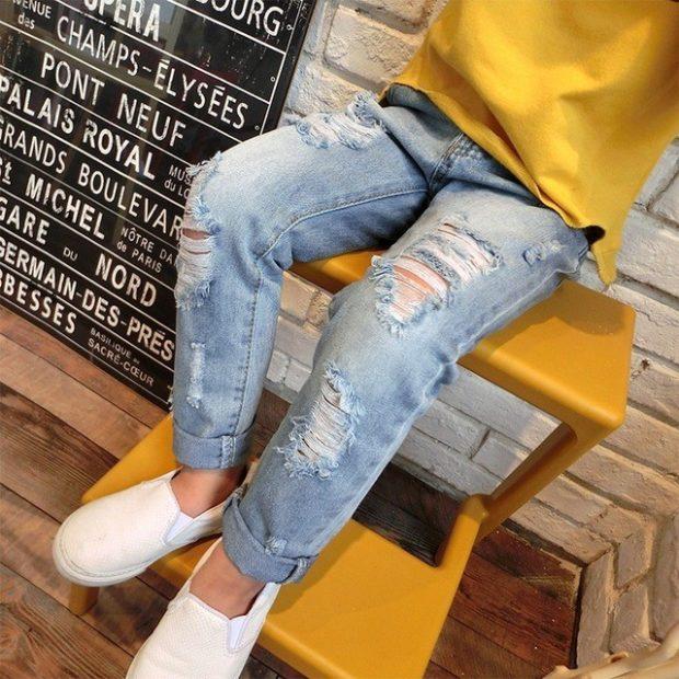 голубые джинсы рваные