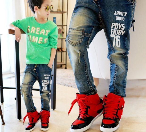 джинсы потертые с надписями